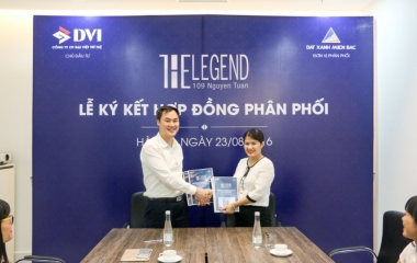 The signing ceremony of the distribution contract between the Dai Viet Tri Tue investor and Northern Green Land
